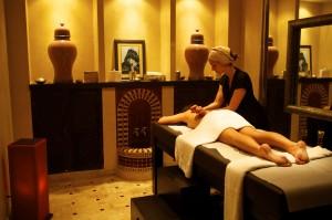 Salle de massage avec table chauffante pour un bien être total