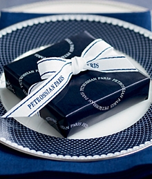 Les boîtes bleues de Petrossian le meilleur des caviars