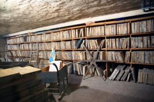 La cave où sont stockées plus de 6 500 pierres lithographiques (éléments d'impression)