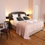 Style contemporain et épuré pour les chambres