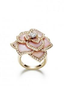 Une bague-rose Piaget