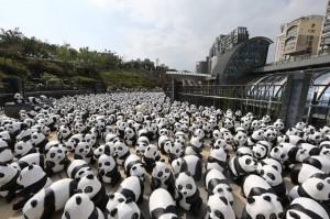 1 600 pandas en papier mâché