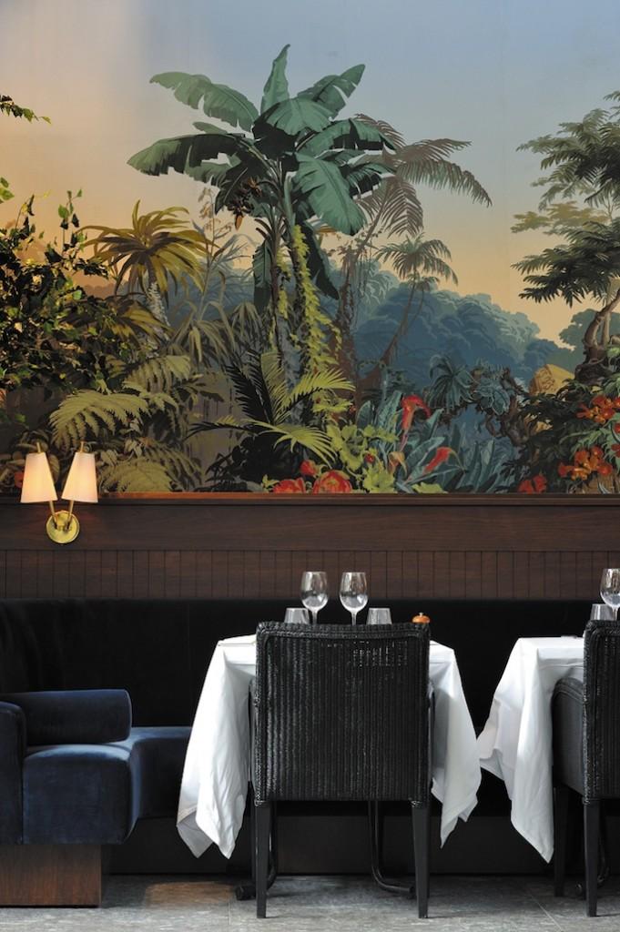 De beaux panoramiques de Zuber décorent les ex murs des quais