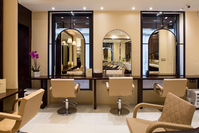 Une maison de beauté, un salon de coiffure zen  le salon de Passy est tout à la fois. Explication dun protocole nourrissant pour les cheveux.