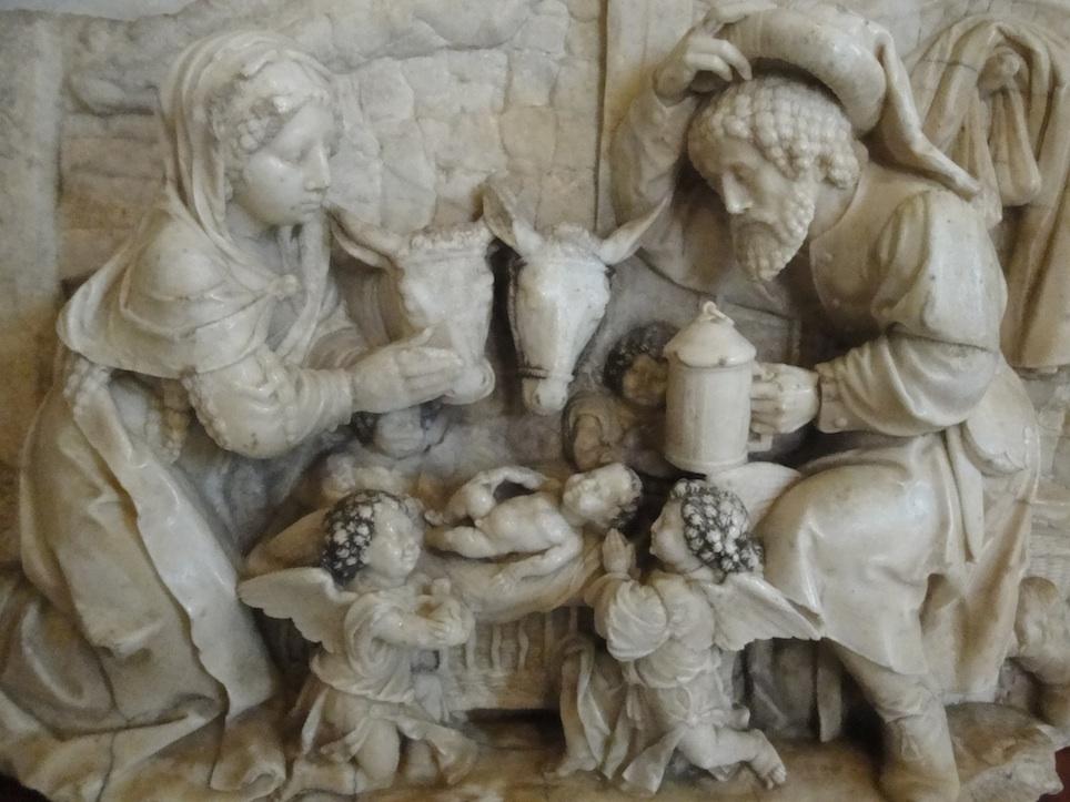 Une nativité en marbre blanc