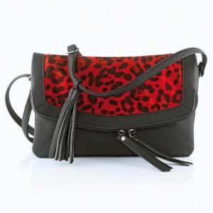 Pelage rouge pour le sac léopard des 3 Suisses