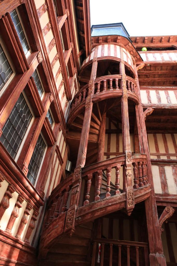 l'escalier en colimaçon de l'Hôtel du Lion Noir