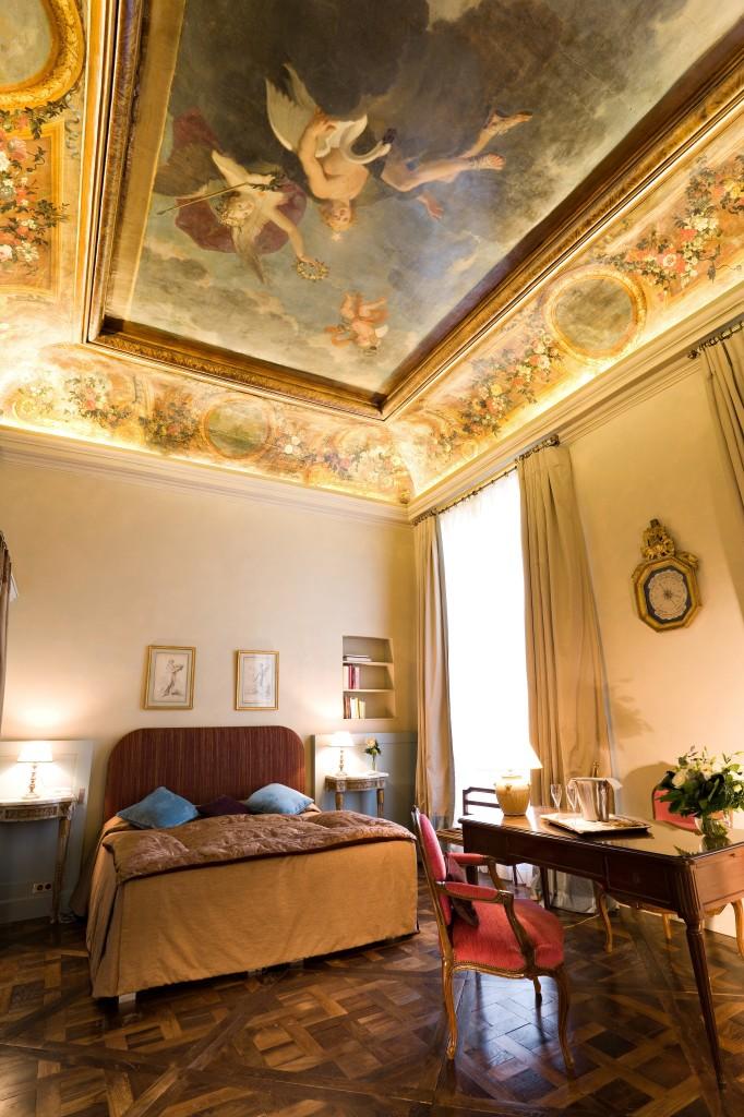 La fresque a été découverte lors du regroupement de 2 chambres et à leur restauration