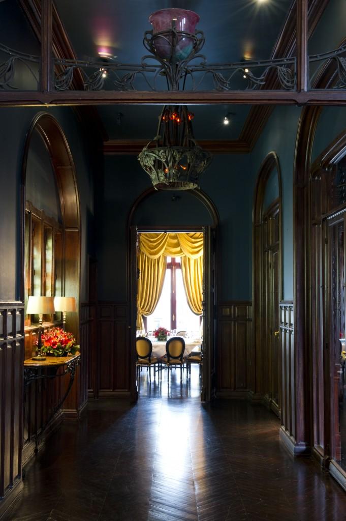 Décoration Art Nouveau Art Déco même dans les couloirs conduisant aux différents salons