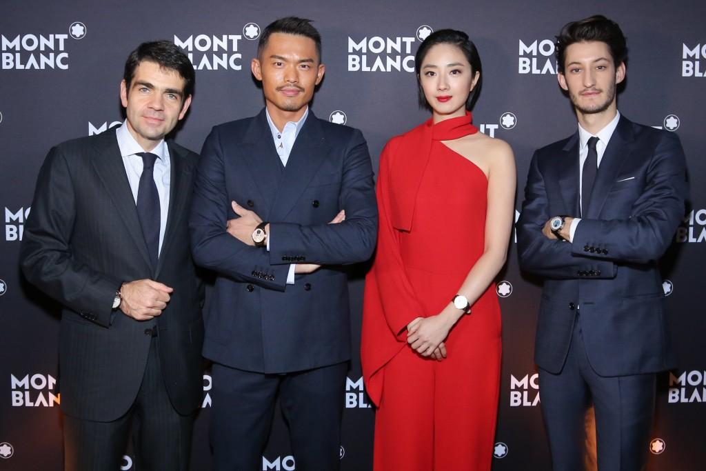 La direction entourée des ses ambassadeurs asiatiques et de Pierre Niney