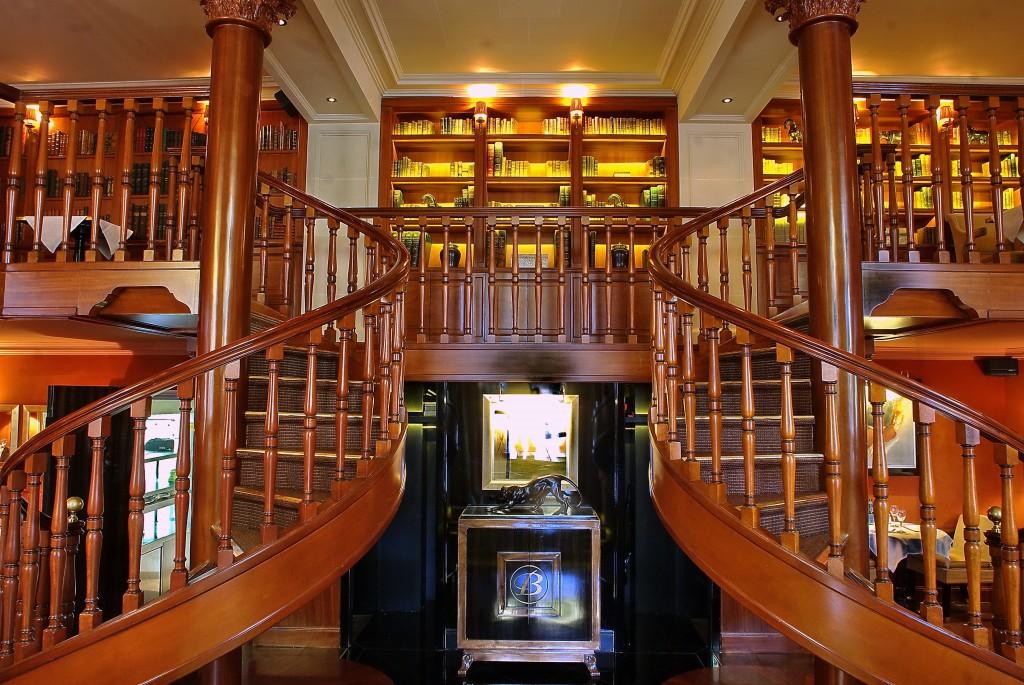 Un bel escalier à double ouverture