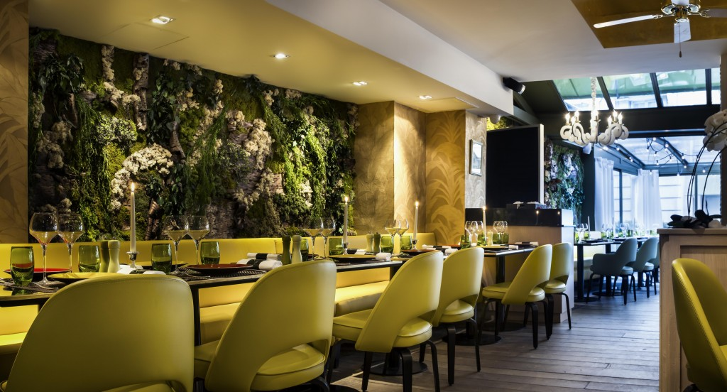 Mur végétalisé dans la salle principale
