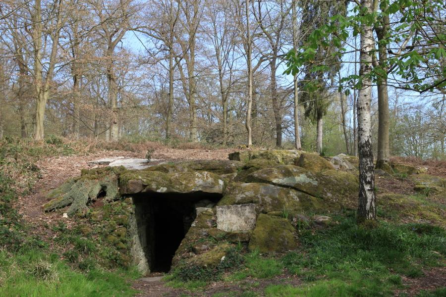 La grotte aux ossements, une des fabriques du passé