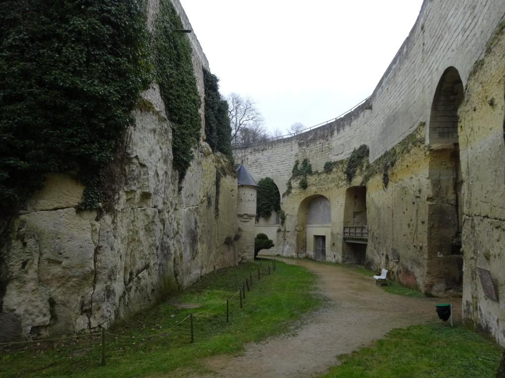 Les douves du château de Brézé