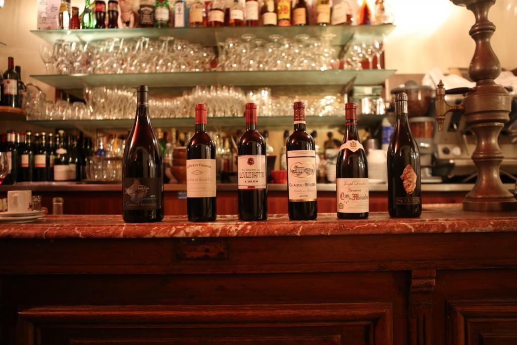 Et quelques bonnes bouteilles sur le comptoir....