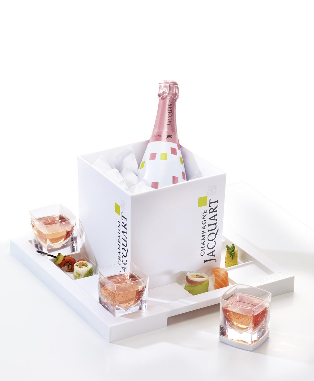 L 39 evasion des sens deux champagnes en bord de piscine for Piscine de champagne