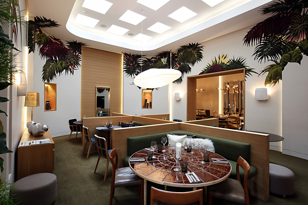 La salle à manger : fresques et véranda