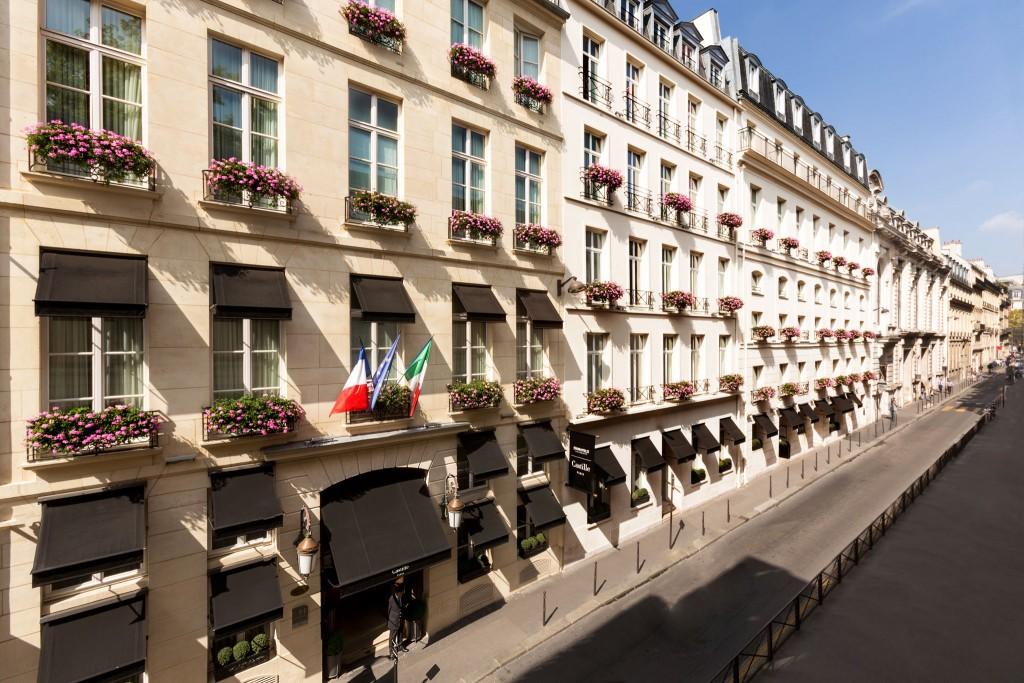 La façade de l'hôtel rue Cambon