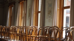 Dans le réfectoire, plusieurs murs décorés de fables de La Fontaine
