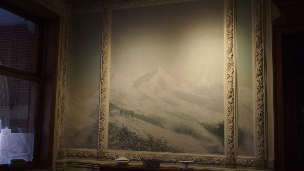 La salle des Alpes avec une vue sur les montagnes suisses de St Moritz