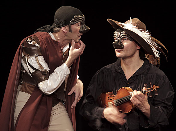 Les 2 perles du spectacle : le violoncelliste Petr Ruzicka et Stéphane Dauch alias Cyrano