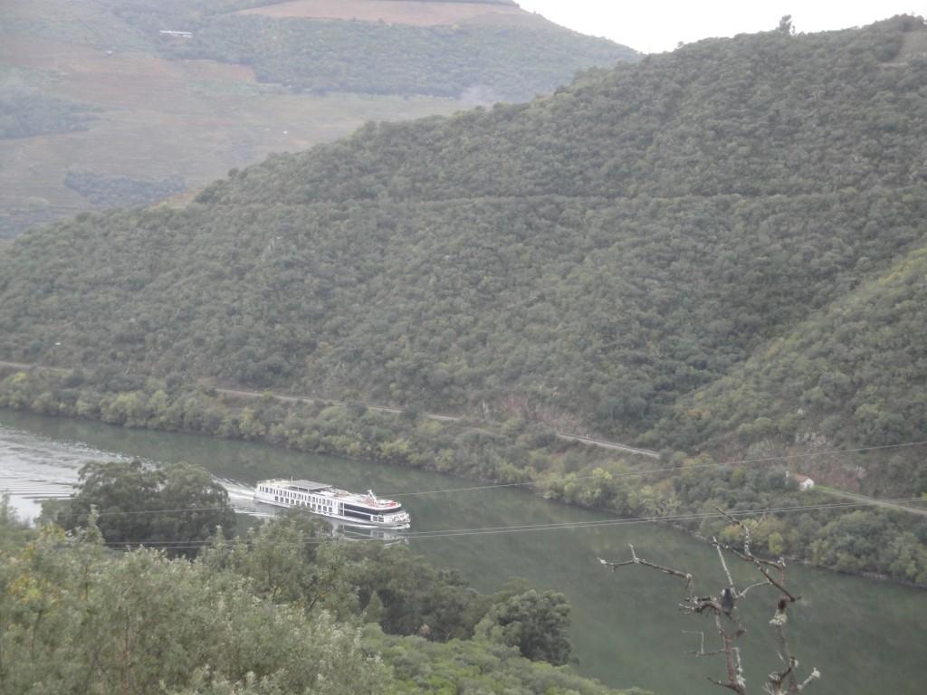 Descendre le fleuve en bateau : l'oenotourisme est bien développé dans le Douro