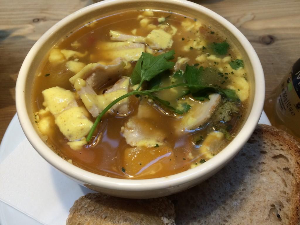 Un poulet curry annoncé se transforme en soupe pseudo marocaine avec pois chiches et lamelles de poulet