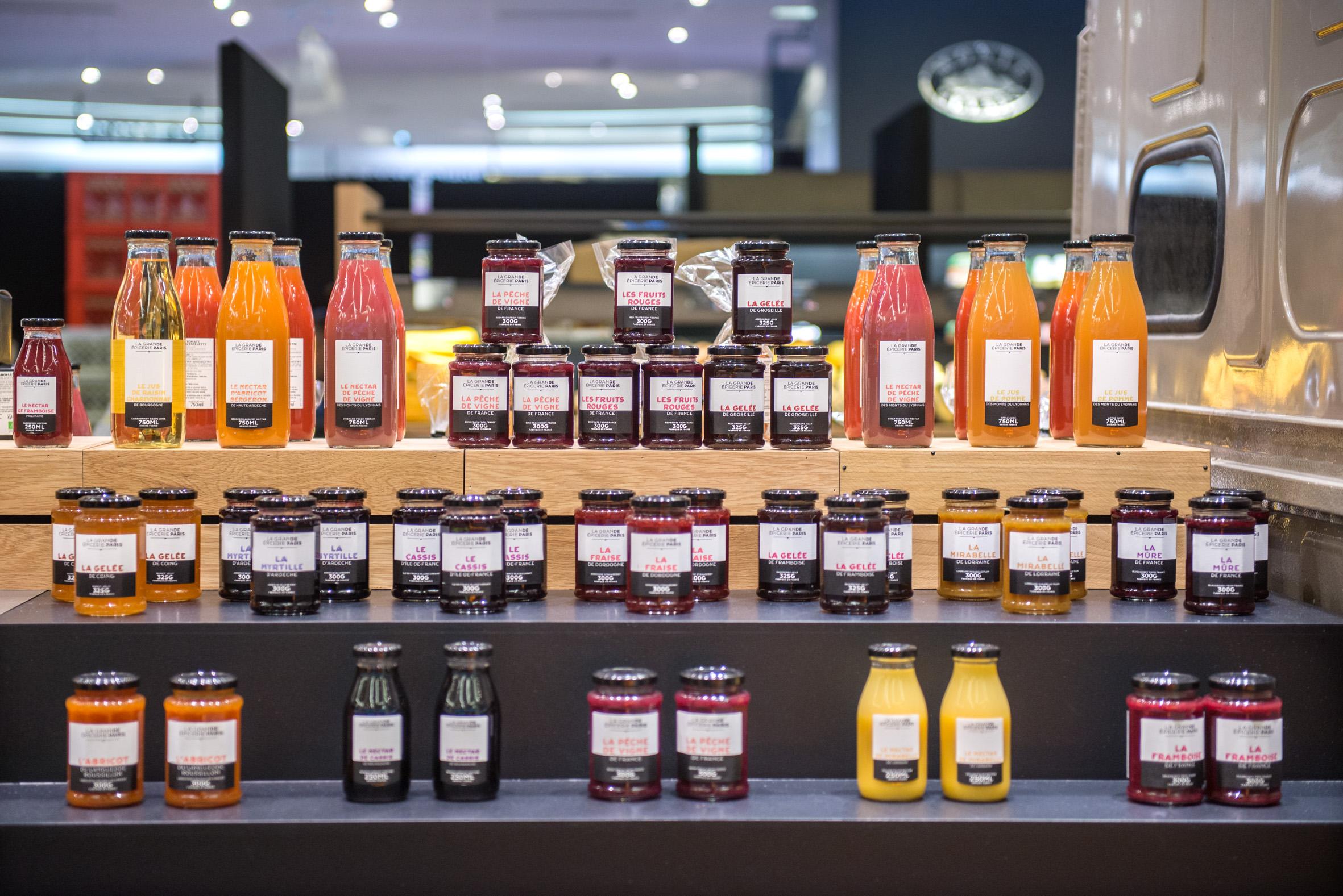 Un large choix de confitures, miels et jus de fruits tous excellents