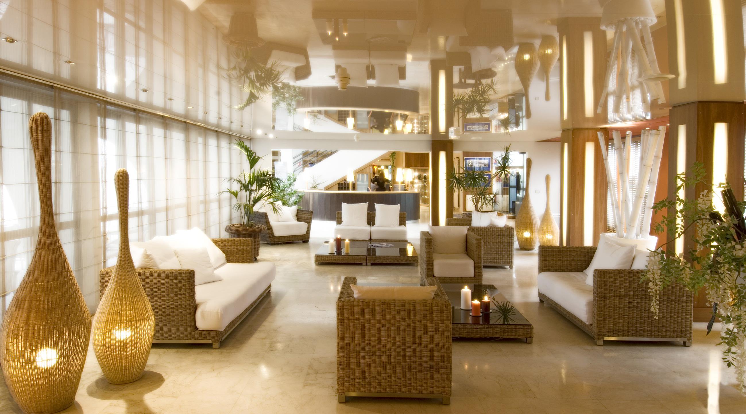 Le hall de l'hôtel Les Corallines
