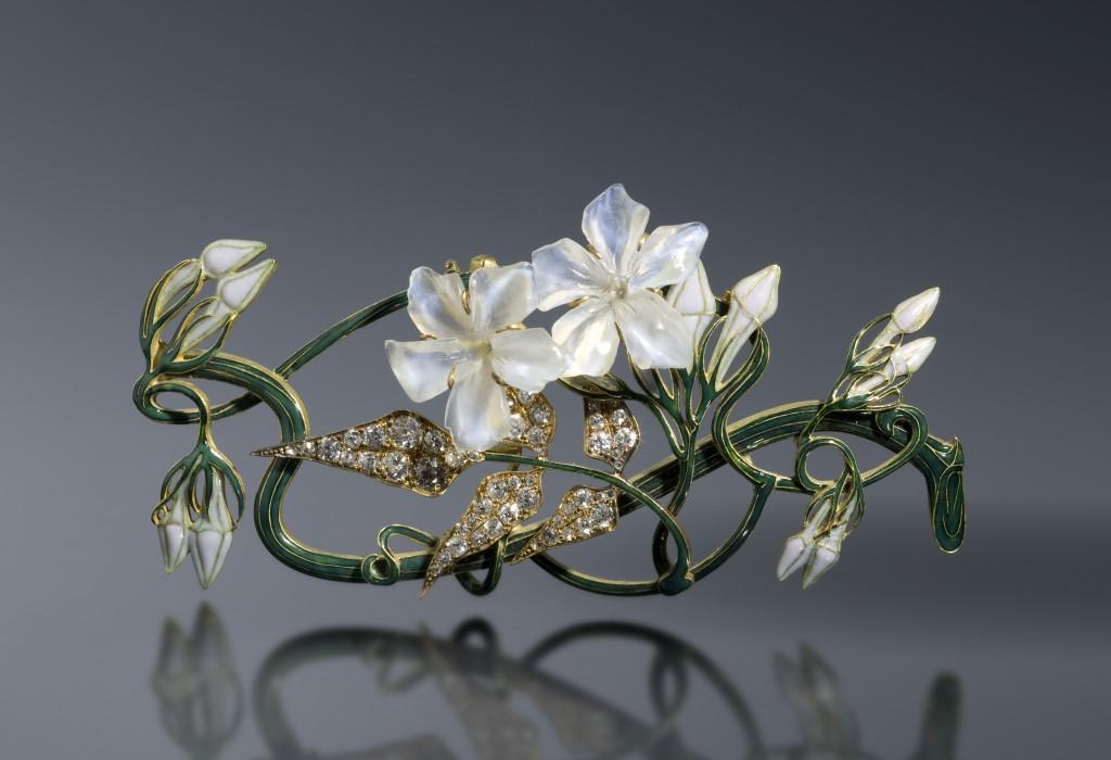 Ornement de corsage jasmin créé par R. Lalique