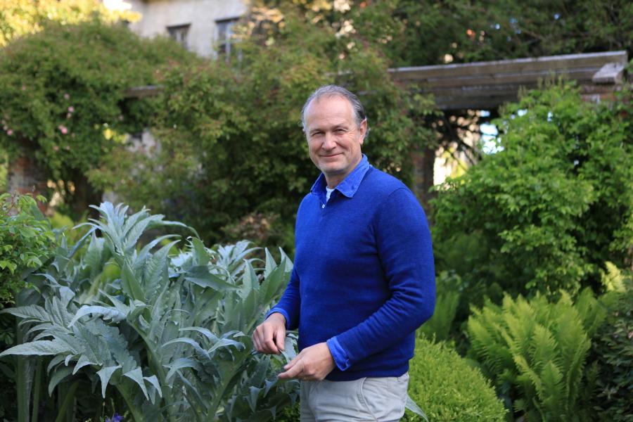 Antoine Bouchayer dans le jardin