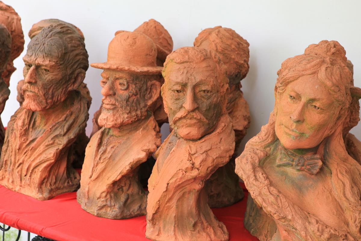 Quelques bustes en terre cuite
