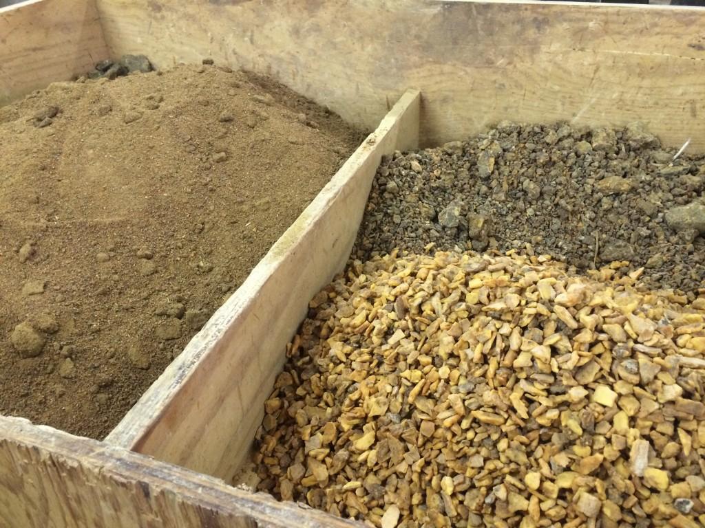 Vrac de benjoin plus ou moins réduit en poudre