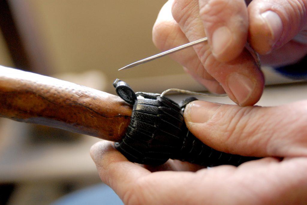 Travail à la main du cuir