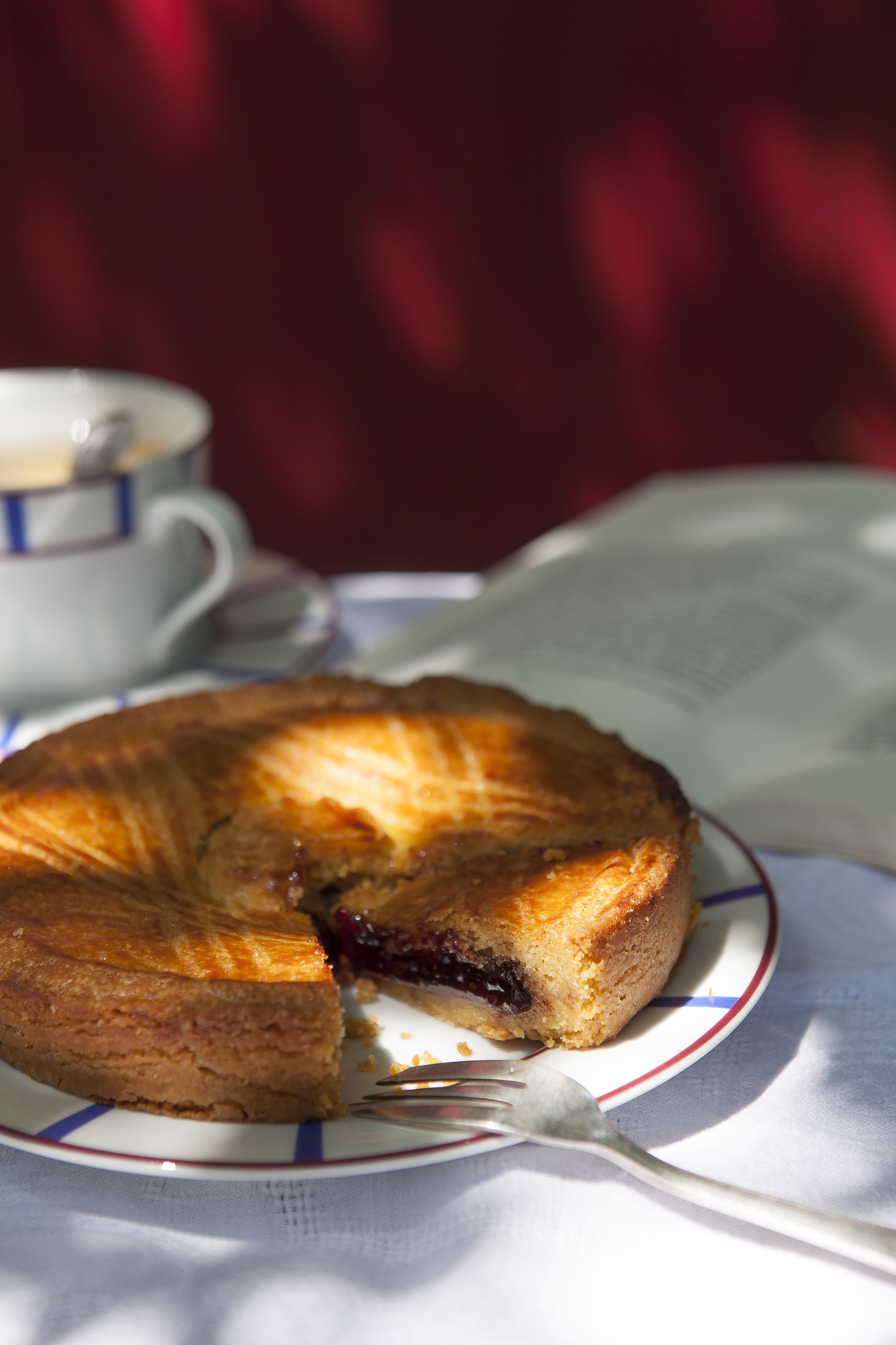 Il peut se vendre jusqu'à 1 400 gâteaux basques par jour !
