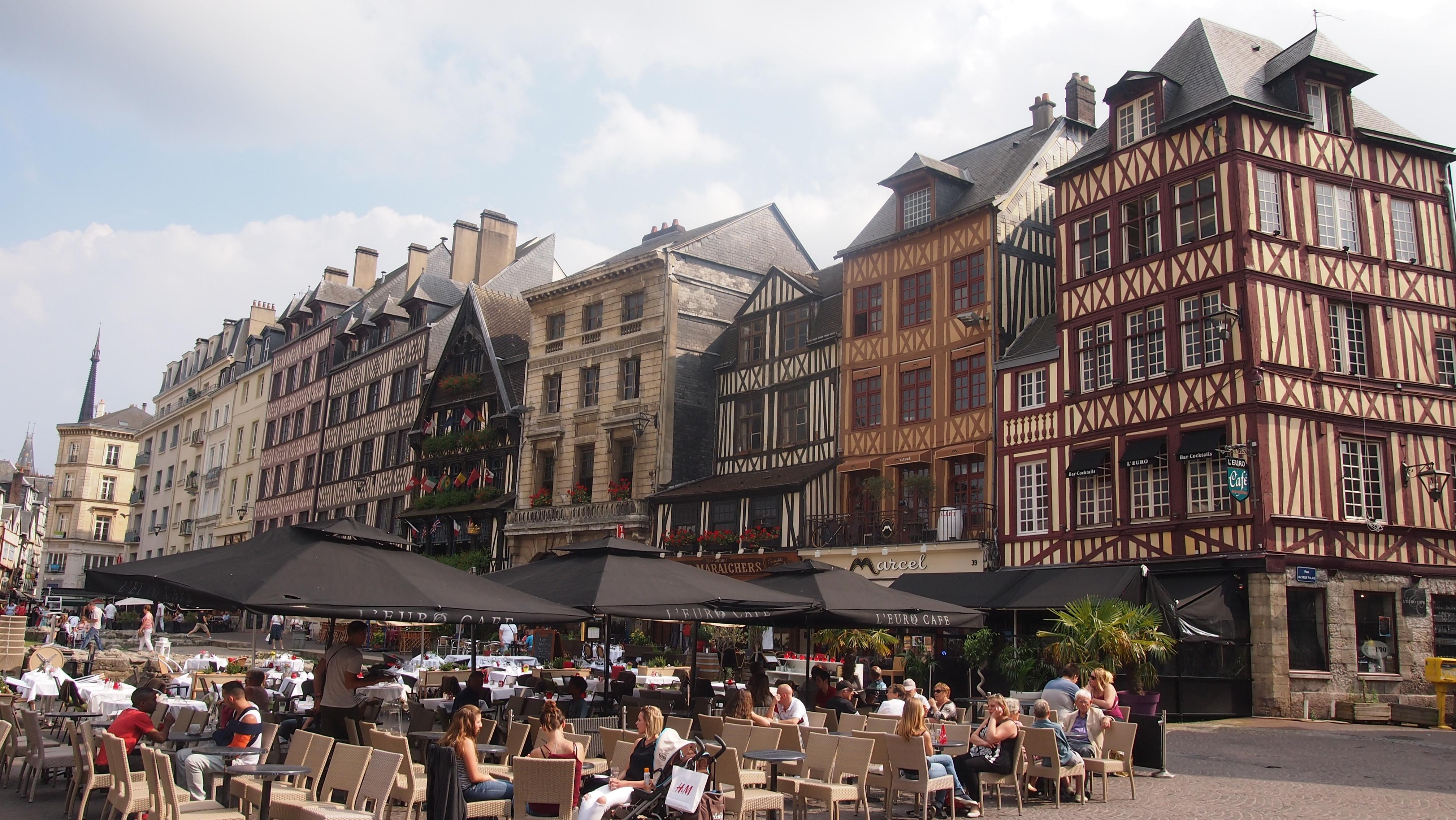 La place du vieux marché où Jeanne d'arc fût brûlée vive le 30 mai 1431