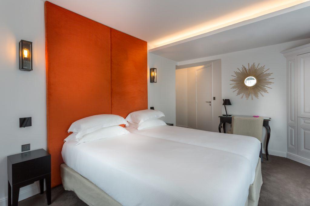 Contemporaine, une chambre mandarine