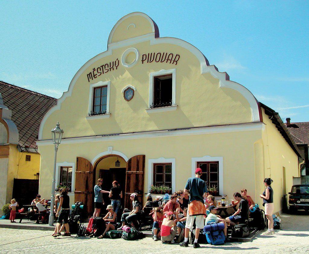 La brasserie Pivovar est le lieu pour boire une 'bière vivante'
