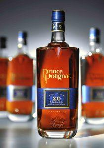 La bouteille à l'étiquette bleue du Prince Hubert de Polignac s'est imposée comme un classique des grands XO.