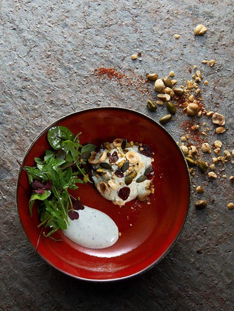 Crème de Saint Agur au siphon, cranberries, graines et mesclun d'herbes