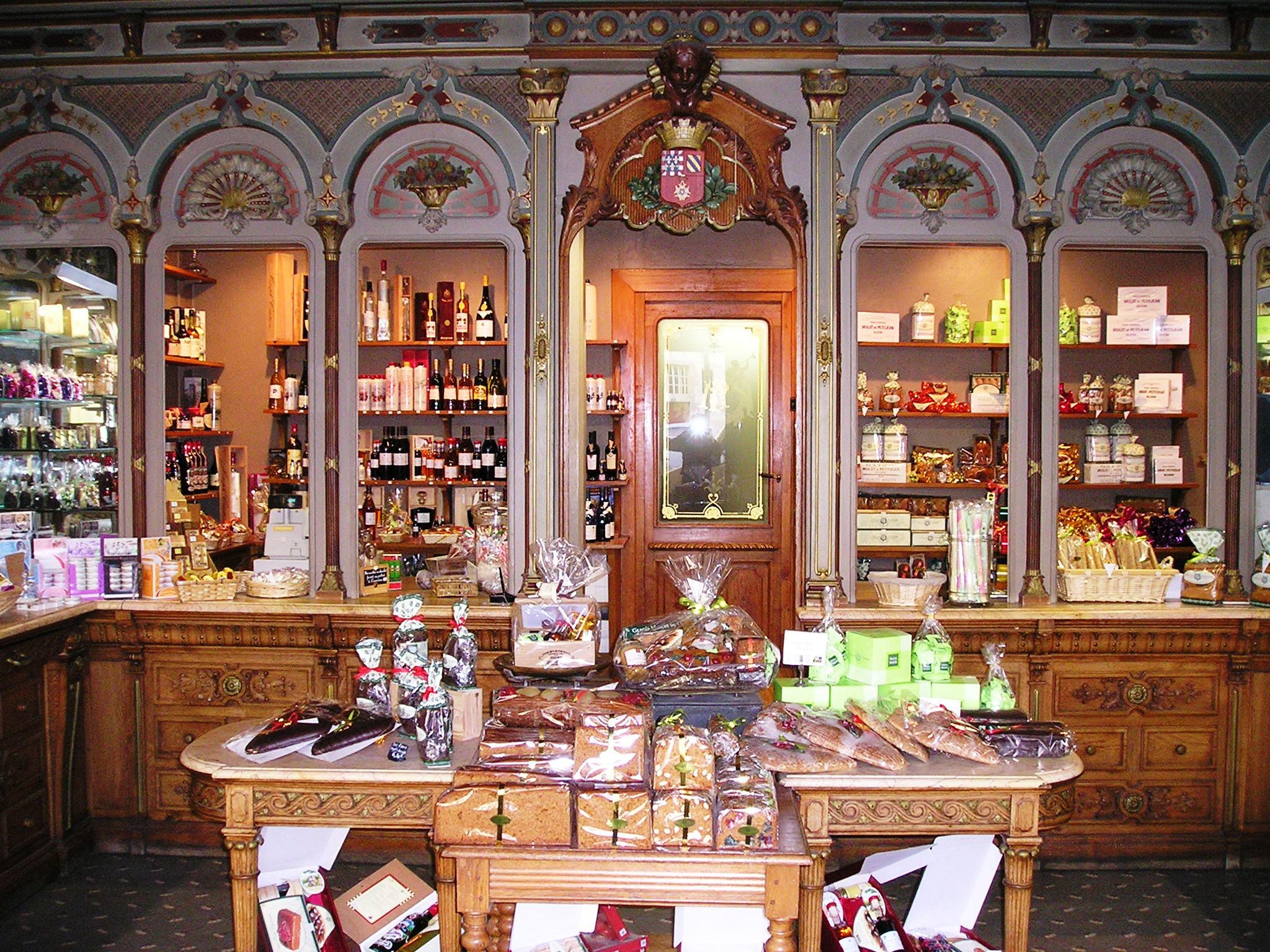 La boutique historique de la place Bossuet